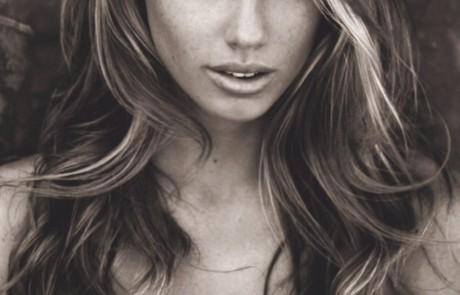 צפו: שרלוט מקיני היא קייט אפטון החדשה