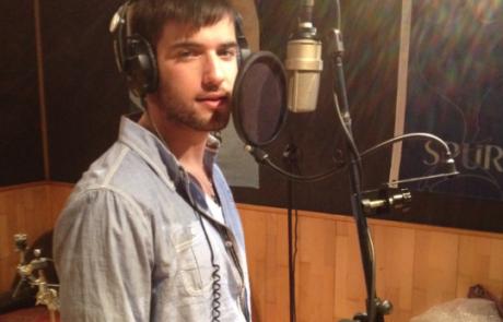 טום קשתי זמר