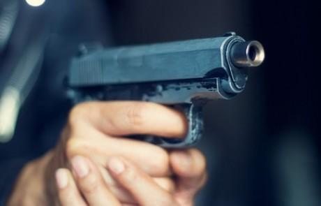 כוכב ילדים נחקר בחשד כי איים על נערים באקדח